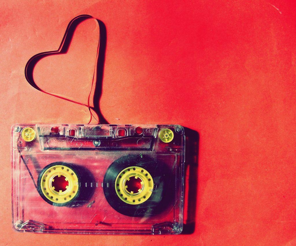 Mixtape Saint valentin, cassette avec bande magnétique formant un coeur . idée cadeau saint valentin
