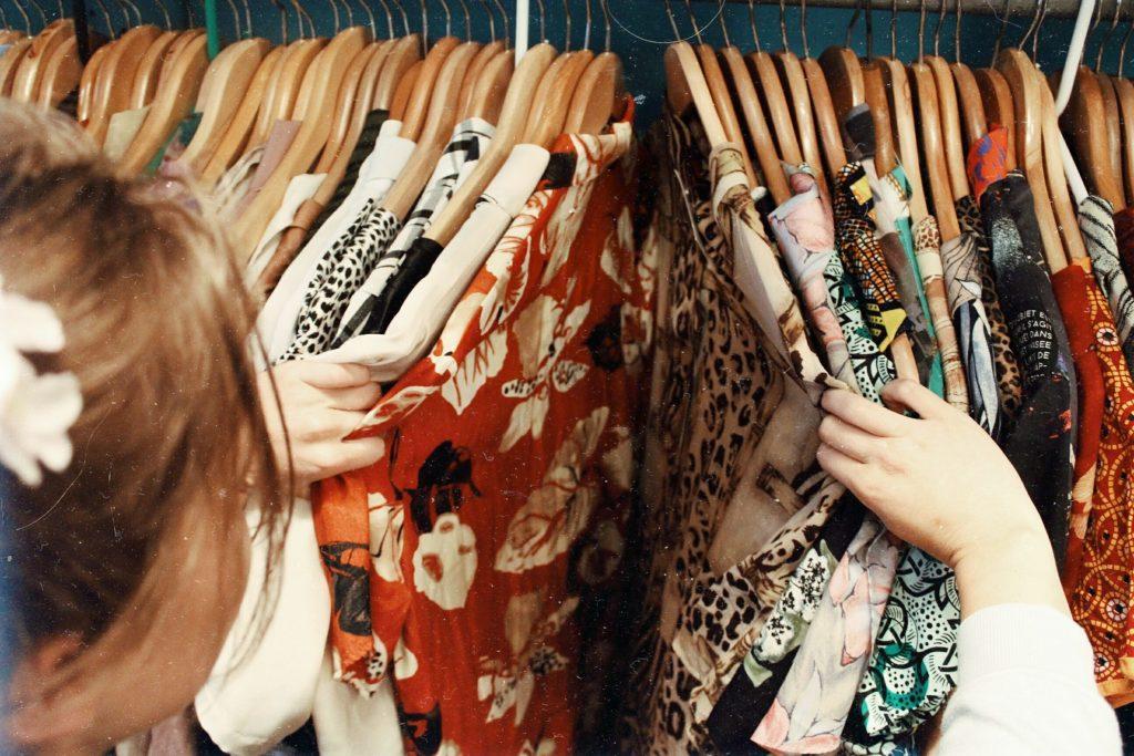 boutique de seconde main et vêtements d'occasions et vintage
