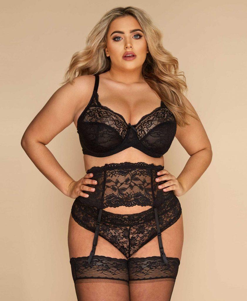 Ensemble de lingerie sexy en dentelle noire avec bas et porte-jarretelle