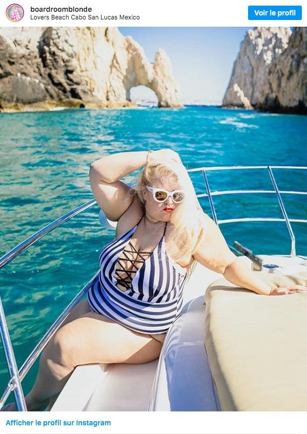 Sur l'eau, dans un bateau, une femme ronde a aussi sa place.