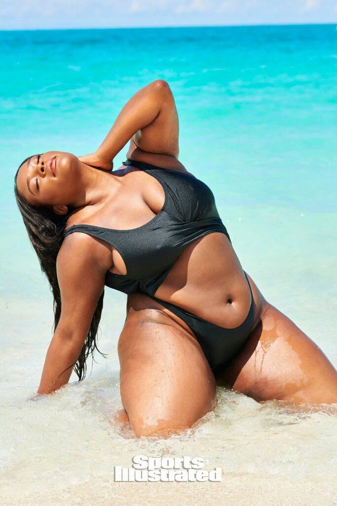 Brielle Anyea ultra sexy sur la plage