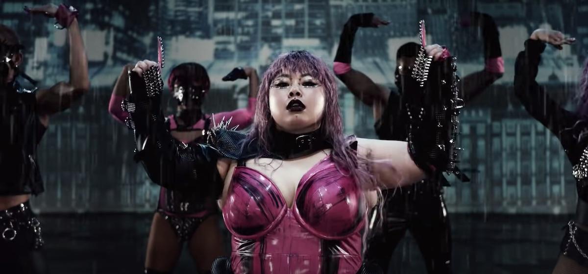 Naomi Watanabe crée la parfaite parodie de Rain on me de Lady Gaga